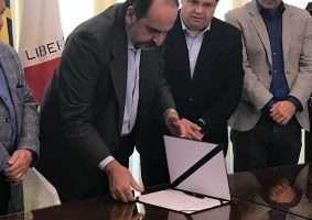 Prefeito Alexandre Kalil assina Carta de Minas, que cobra da União RS$ 135 bilhões do governo federal por perdas com Lei Kandir. Foto - Alemdofato