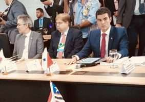 Governador Romeu Zema (esq.), presidente da Assembleia, Agostinho Patrus (centro), e o governador do Pará, Hélder Barbalho (dir.). Foto - Guilherme Dardanhan/ALMB