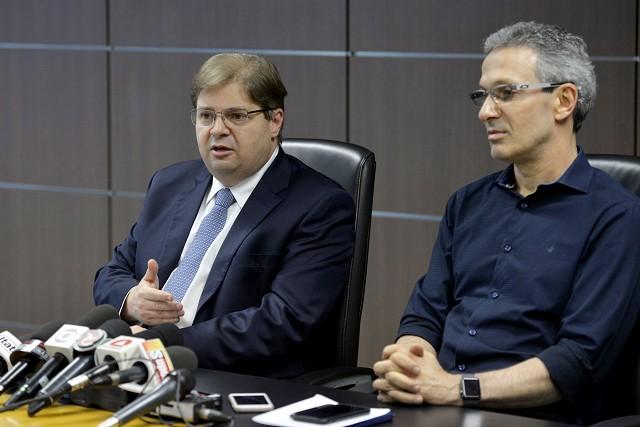 O presidente da Assembleia Legislativa, Agostinho Patrus (esq.) e o governador Romeu Zema (NOVO). Foto - Sarah Torres/ALMG