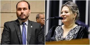 O vereador Carlos Bolsonaro e a deputada Joice Hosselman trocam farpas pelo Twitter, usando emojis de animais. Fotos - Câmara Municipal do Rio (esq) e Agência Câmara (dir.)