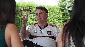 """Presidente Jair Bolsonaro diz que ex-presidente Lula é """"carta fora do baralho"""" na eleição presidencial de 2022. Foto - Agência Brasil"""