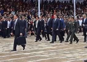 Presidente Jair Bolsonaro ao chegar em Três Corações, na última sexta-feira, para formatura de sargentos. Foto - Agência Brasil