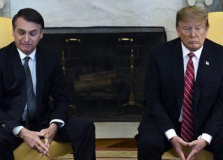 """Presidente Trump, segundo o jornal Washington Posto, teria cometido """"uma traição bastante forte"""" contra Bolsonaro, ao taxar o aço e alumínio do Brasil."""