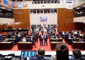 Reunião plenária da Assembleia Legislativa que aprovou projeto concedendo reajuste salarial a todos os servidores do Estado. Foto - Luiz Santana/ALMG