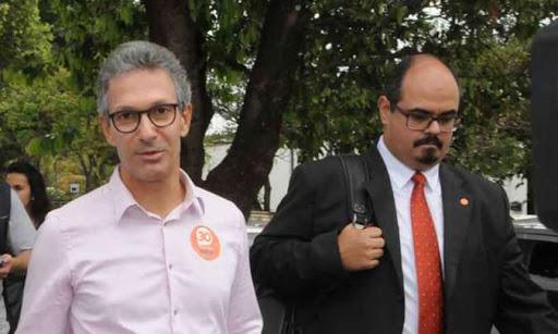 O governador Romeu Zema como seu novo secretário, o vereador Mateus Simões, um feroz crítico do Poder Legislativo.