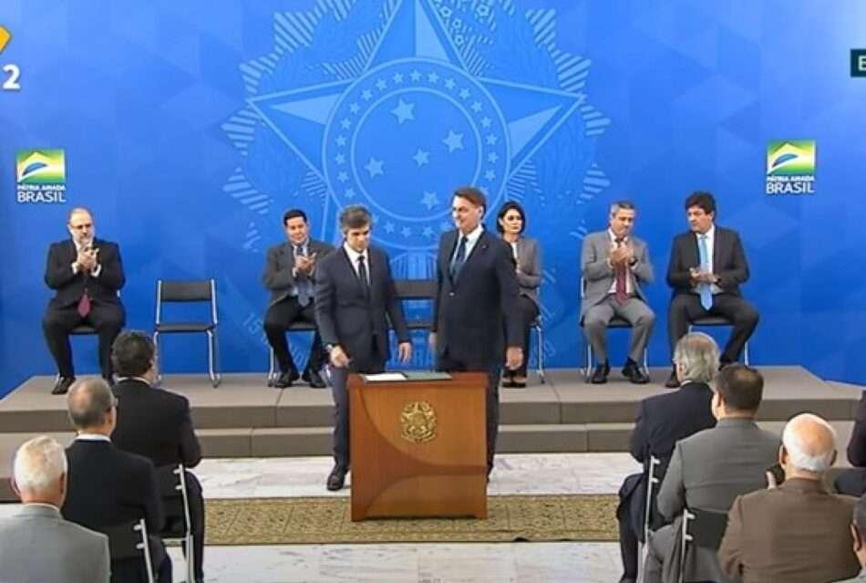 Presidente Bolsonaro dá posse ao novo ministro da Saúde, Nelson Teich. Foto - Agência Brasil