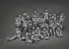 Crianças indígenas de etnias da Amazônia brasileira. Foto - Sebastião Salgado