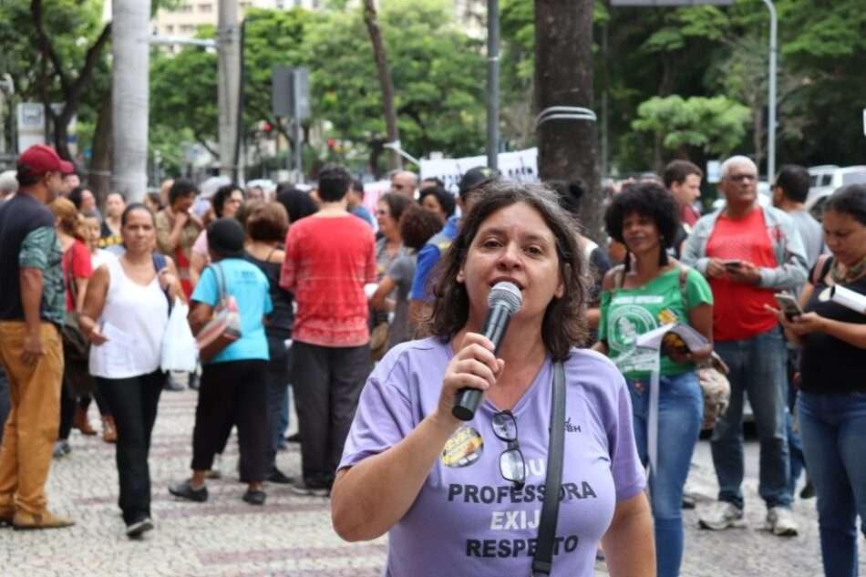 Vanessa Portugal, do Sind-Rede, denuncia que 10 mil terceirados da prefeitura de BH não estão recendo o vale-refeição. Foto - Sind-Rede