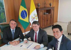 Presidente Jair Bolsonaro (esq.), ao anunciar hoje recursos para o Metrô de Belo Horizonte. Foto - Twitter Jair Bolsonaro