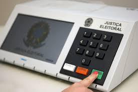 Urna eletrônica já preparada para o primeiro turno das eleições municipais, em 15 de novembro