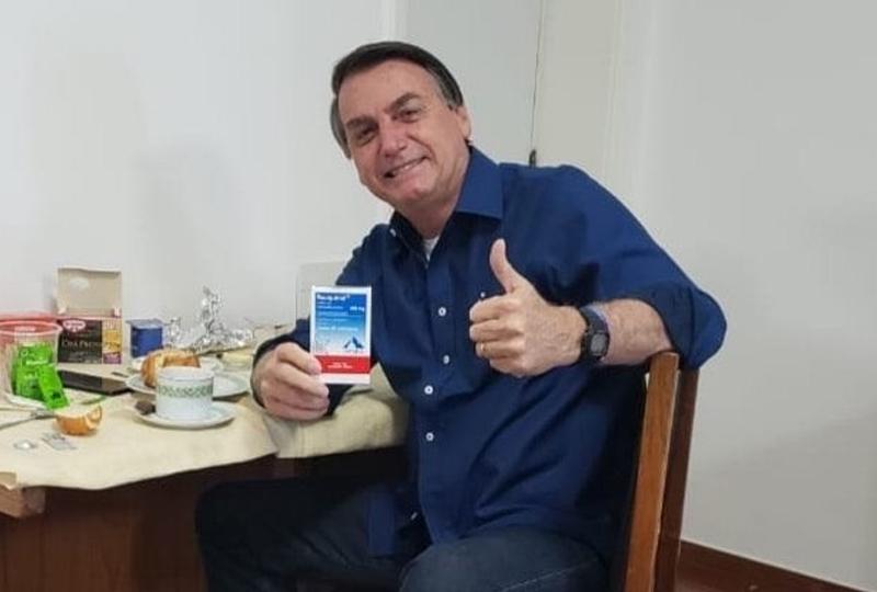 Bolsonaro faz propaganda da cloroquina, remédio que não tem nenhuma eficácia contra a Covid-19. Foto - Redes Sociais - Jair Bolsonaro
