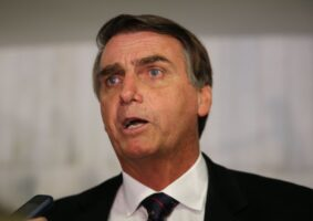 Presidente Jair Bolsonaro não conseguiu garantir compra expressiva de vacinas contra a Covid-19. Foto - Valter Campanato - Agência Brasil