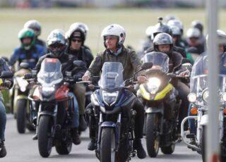 Presidente Bolsonaro participa, sem máscara, de aglomeração com motoqueiros no Rio de Janeiro. Foto - Agência Brasil